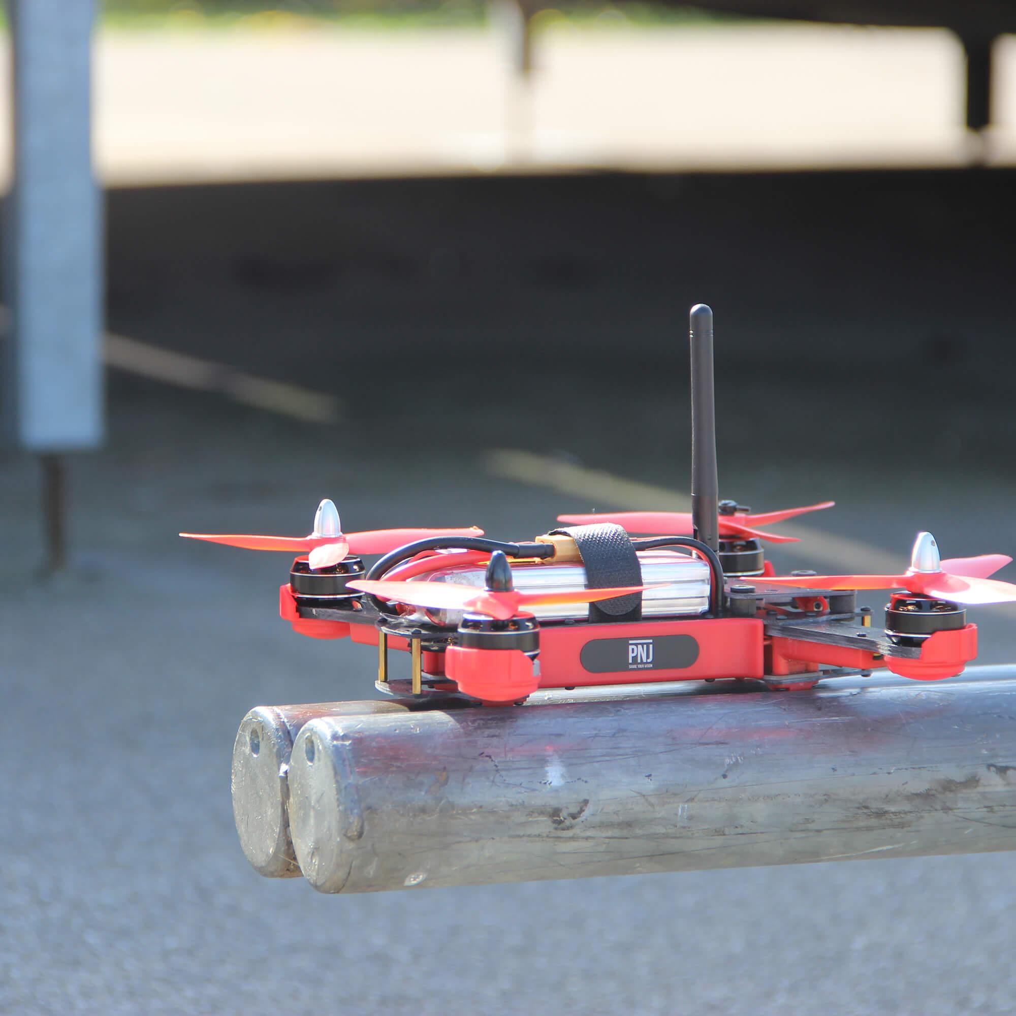 radio commande pour drone de course r racer. Black Bedroom Furniture Sets. Home Design Ideas